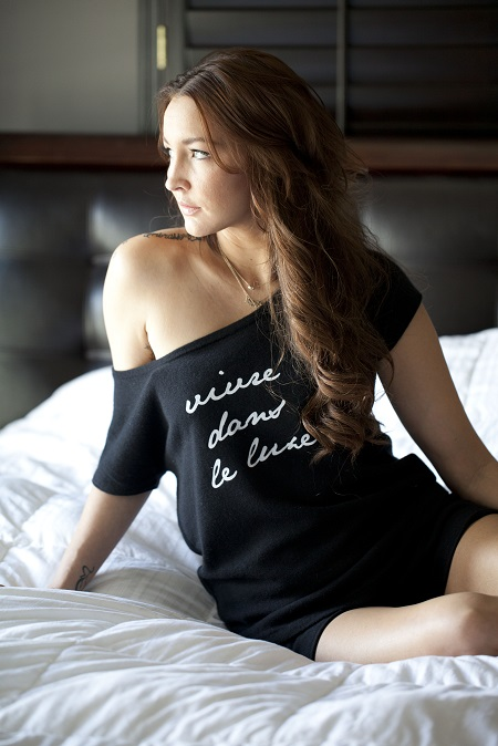 A pure Cashmere printed Tee model Giselle in black by Anna Kouture